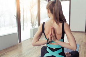 posizione di yoga da fare a casa